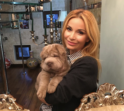 Певица и ее щенок по кличке Бруно