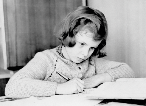 Валентина прилежно училась, много читала и была «тургеневской барышней»