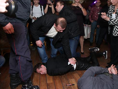 Максима Покровского скрутил наряд полиции