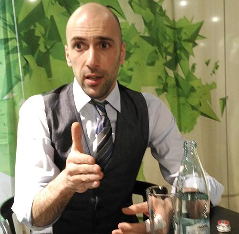 Евгений Папунаишвили признался, что в новом шоу действительно делает трюки без страховки