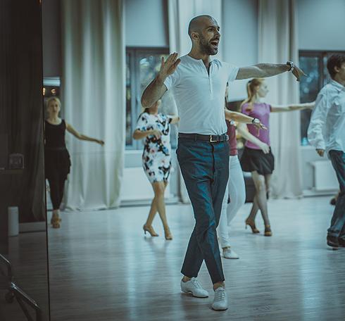 Евгений Папунаишвили начал преподавать танцы еще в 11 классе школы