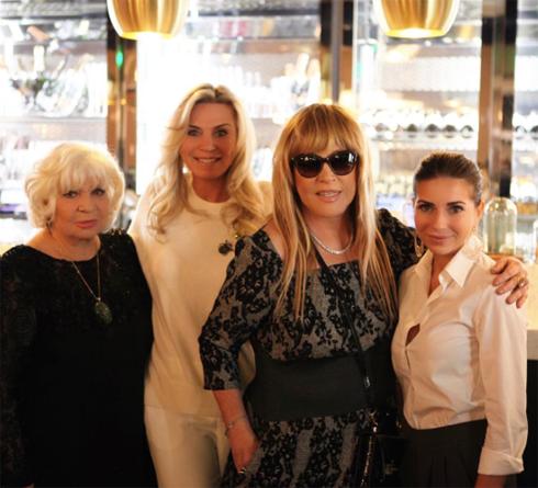 Алла Пугачева в новом образе и с подругами: Алиной Редель, Мариной и Галиной Юдашкиными