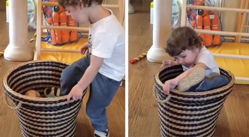 Певица опубликовала видео, на котором двухлетний Гарри пытается залезть внутрь корзинки.