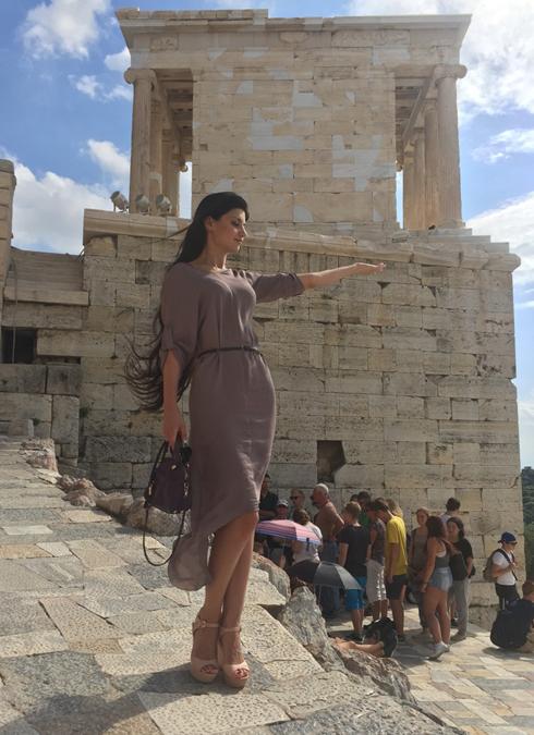 Большую часть cвоего отпуска Вероника провела, изучая знаменитые памятники архитектуры в Афинах