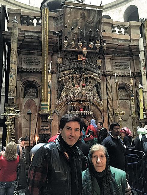 По словам Авраама, поездка в Иерусалим была давней мечтой его мамы. И недавно мать и сын провели пять счастливых дней на Святой Земле