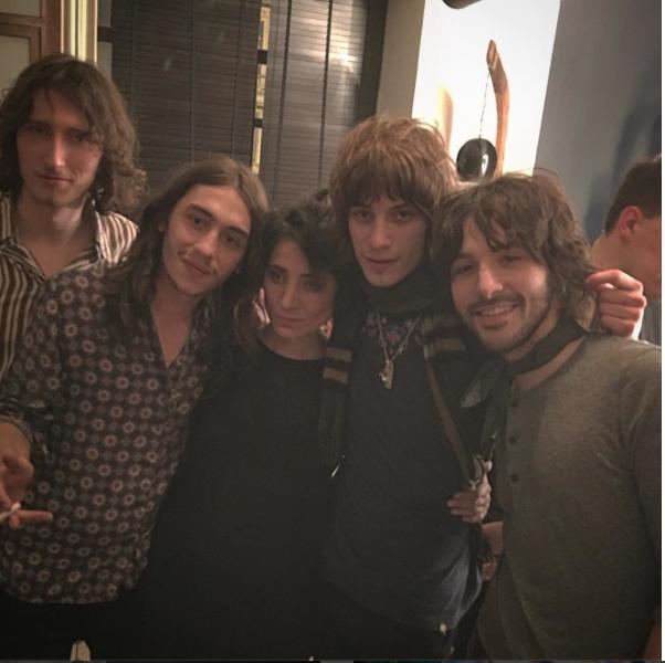 Литвинова запечатлела подругу после концерта с английскими музыкантами