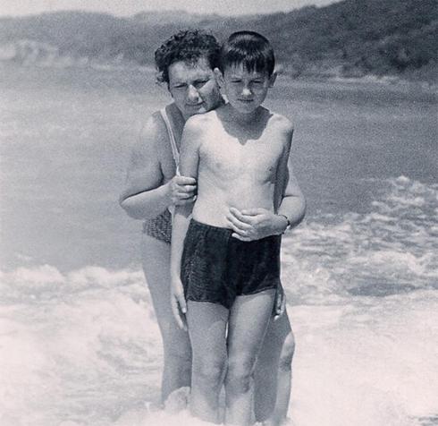 Стас со своей мамой на море