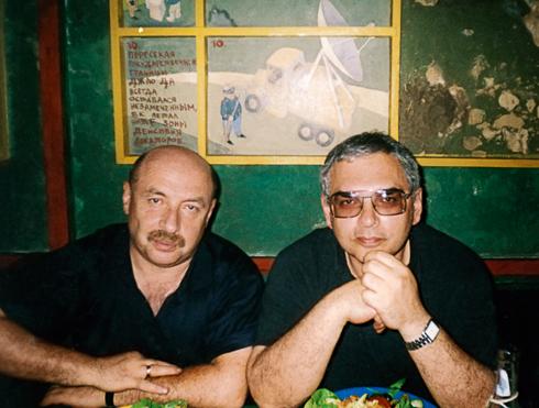С Александром Бородянским Шахназаров написал сценарий к фильму «Мы из джаза», который сделал их знаменитыми