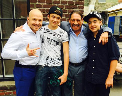Евгений с сыновьями Алексеем и Львом и голливудским актером Дэнни Трехо