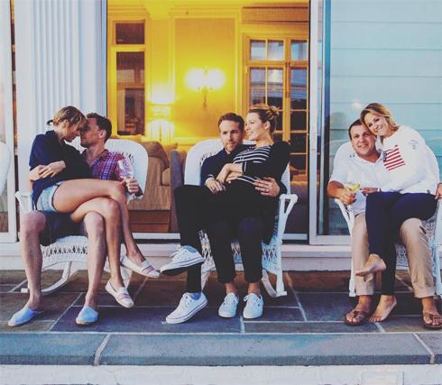 Тейлор Свифт отметила праздник вместе с Томом Хиддлстоном и друзьями