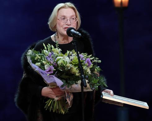 Самая известная родственница Петра – его бабушка, актриса Людмила Максакова