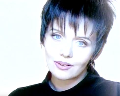 Фанаты вспомнили, что очень похоже выглядела артистка в 1995 году в клипе «Самолет»