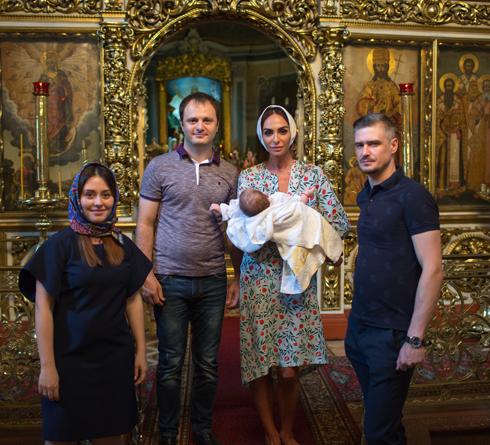 Варнава стала крестной мамой дочери Марии Кравченко