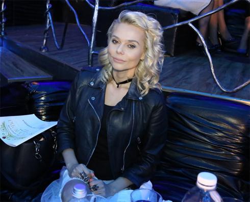 Ксения Новикова поддержала конкурсанток песней