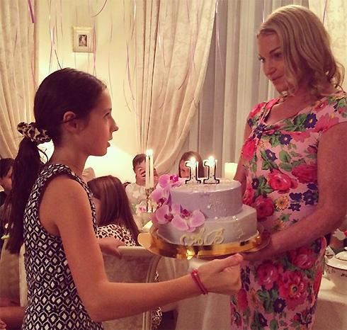 На 11-летие любимой дочери Волочкова устроила грандиозный праздник в роскошном доме