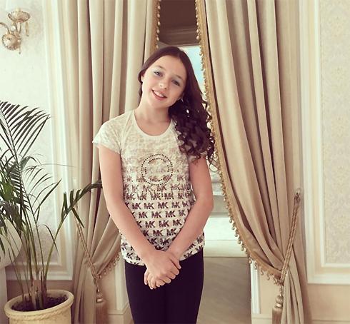 10-летняя Ариадна Волочкова впервые накрасилась
