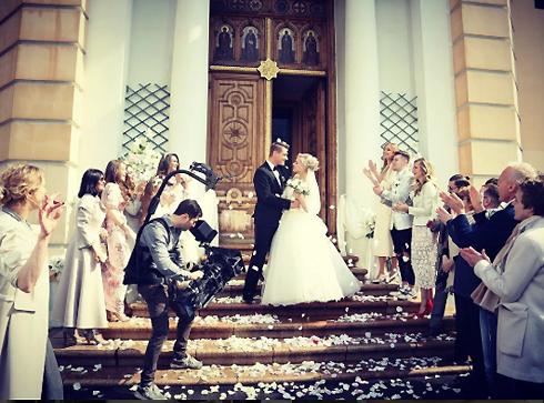 Из-за этой свадебной фотографии у тысяч поклонниц Воробьева навернулись слезы. Но красивая сцена оказалась лишь съемкой клипа