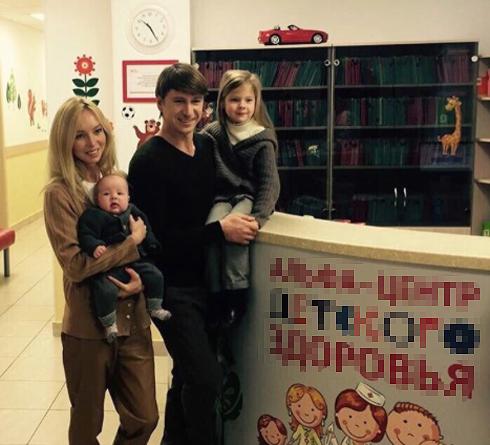 Счастливое семейство: Татьяна с 4-месячной Мишель и Алексей с 6-летней Елизаветой