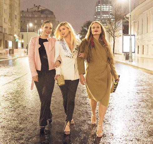 Подруг героини Задорожной в клипе сыграли известный блогер Ида Галич и актриса Дарья Колпикова