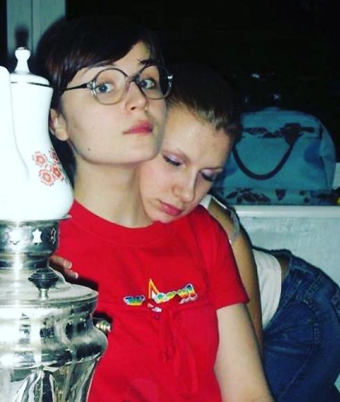 gagara1987: «10 лет назад...Школа- Студия МХАТ, первый курс. На плече спит София Сливина»