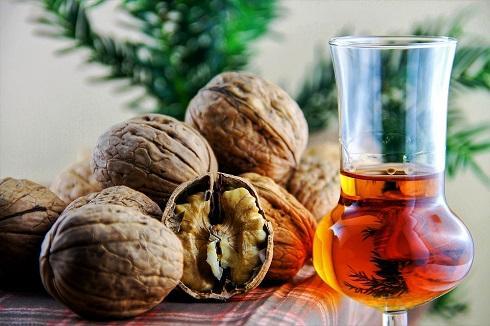Спирт вытягивает из перегородок полезные ферменты