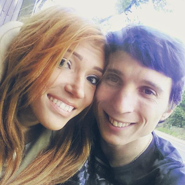 Юлия и Алексей познакомились в соцсетях. Они вместе уже восемь лет, два из которых официально женаты