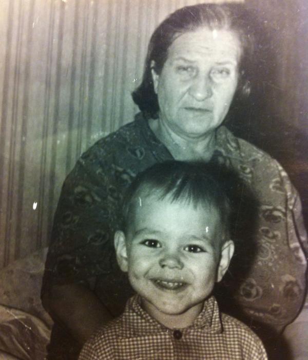 Сергей Губанов с бабушкой