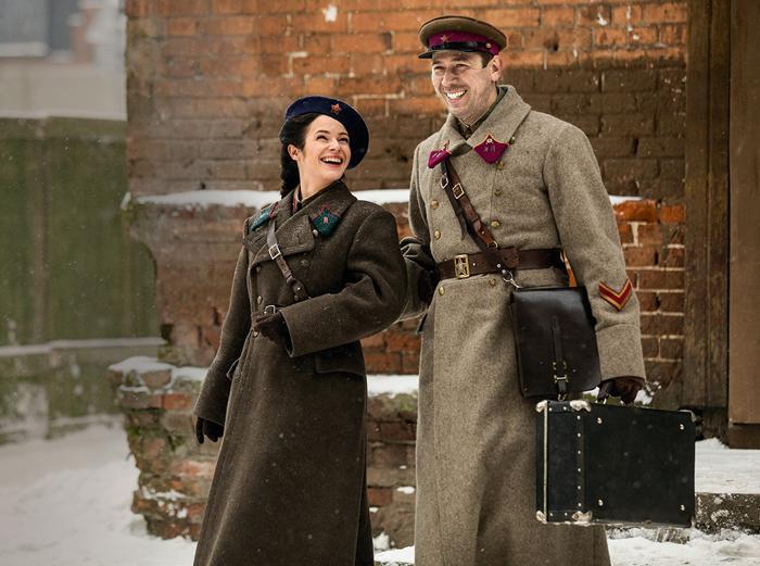 В военной картине «Прощаться не будем» актриса сыграла дочь генерала Надежду Сысоеву