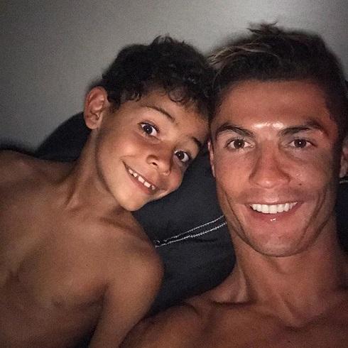 Мать Криштиану Роналду опровергла слухи обеременности приятельницы  футболиста