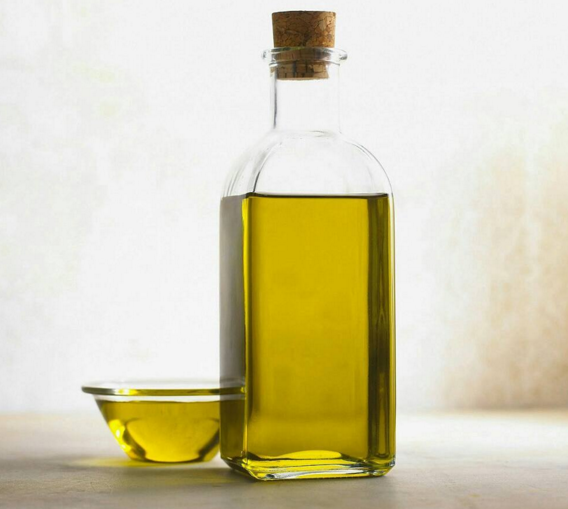 Итальянки скорее предпочтут органическое масло для волос, чем фабричный бальзам