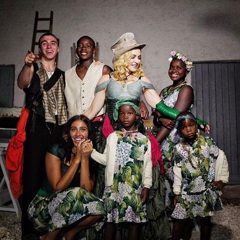 Мадонна впервые показала фото всех своих шестерых детей