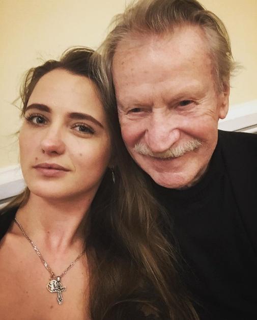 Порно актер и его молодая супруга