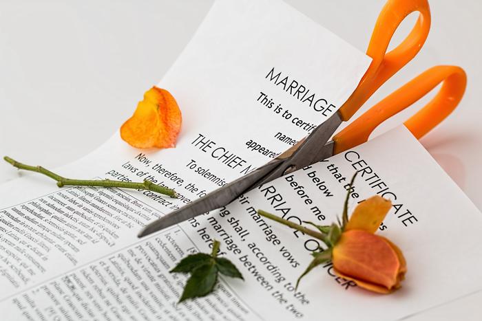 Развод и девичья фамилия: как не разориться при расставании — Психология