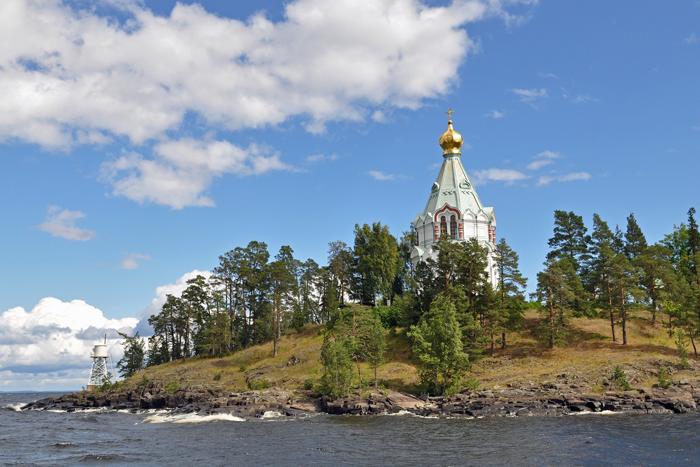 Одно из самых светлых мест России — остров Валаам с монастырским комплексом