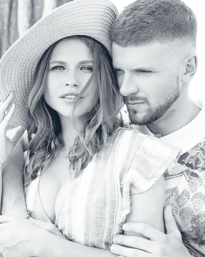 Летом Юлия Топольницкая и звезда комедийного шоу Игорь Чехов отметили вторую годовщину со дня свадьбы