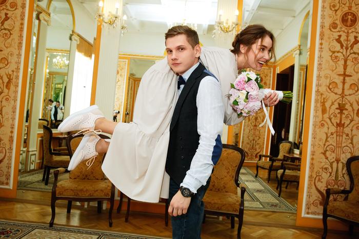 Пока в прессе судачили о «романе» с Александром Соколовским, актриса тайно вышла замуж за другого человека