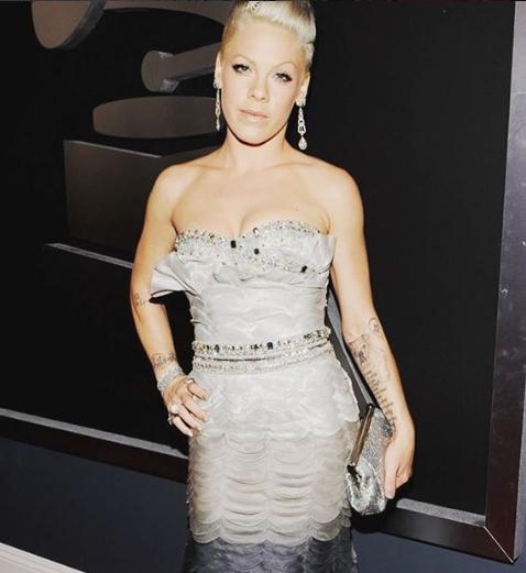 Самой красивой женщиной года поверсии People признана певица Пинк