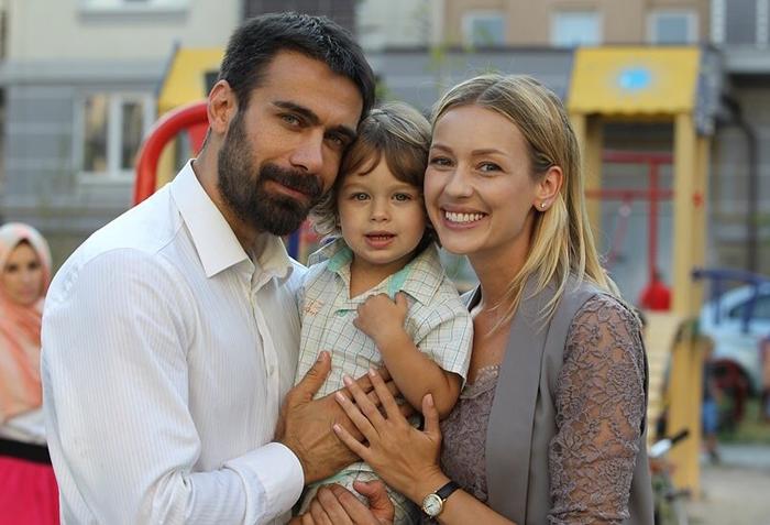 По сюжету сериала «Восток-Запад» у героини Евгении есть и любимый мужчина, и ребенок. Но сама актриса пока не встретила свою любовь. Хотя уверена, что у нее обязательно появится семья