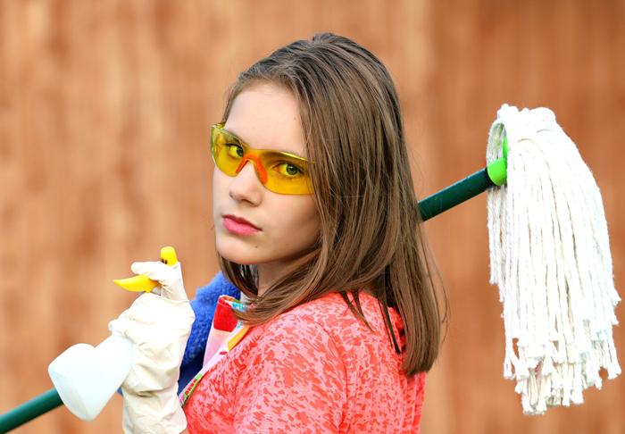 Домохозяйки же со временем начинают маниакально заниматься уборкой