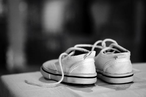 Белые кроссовки решат множество проблем