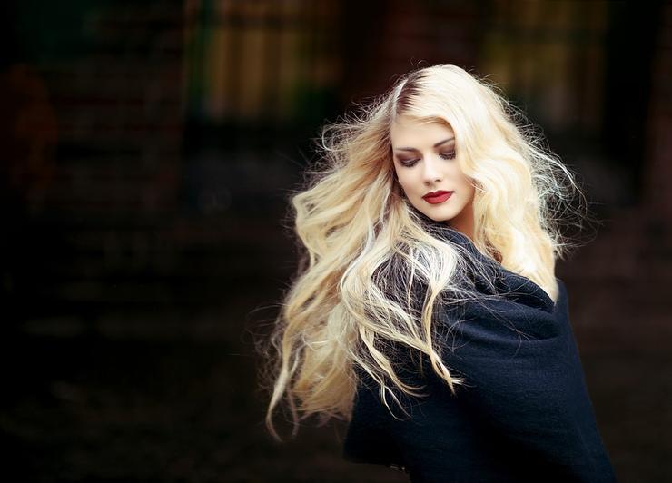 Работа девушка модель с длинными волосами владислав бобков