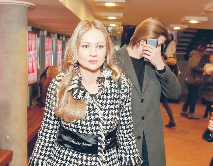 Мария Миронова со своим избранником который обычно прячется