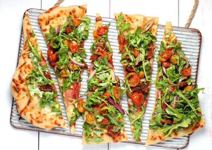 тонкая пицца нравится большинству местных