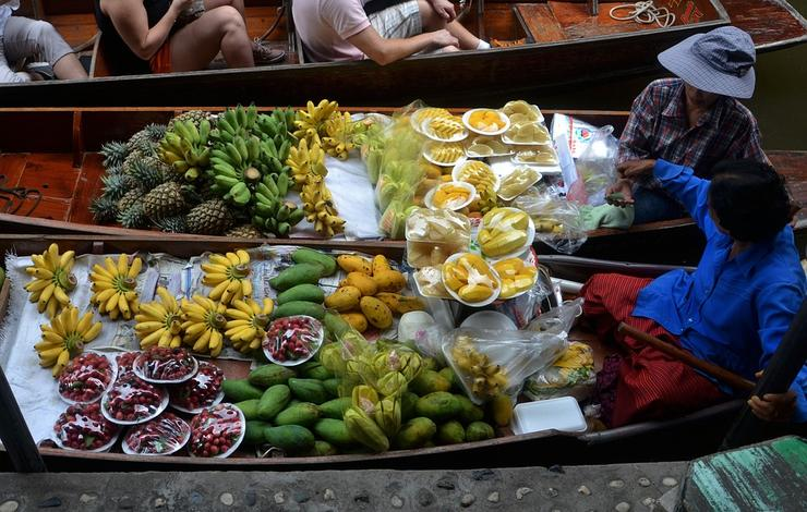 Без местных фруктов не обойтись
