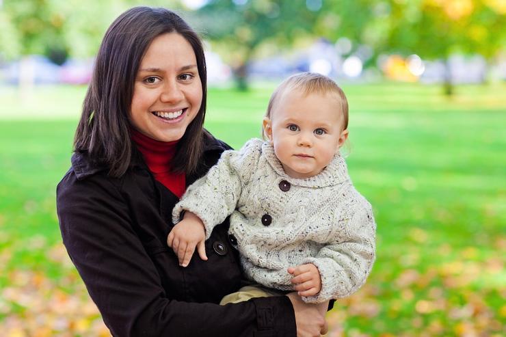Как работать с ребенком на руках: эффективная организация времени