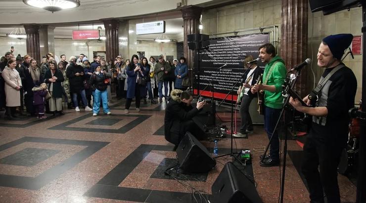 Евгений Цыганов выступил в московском метро