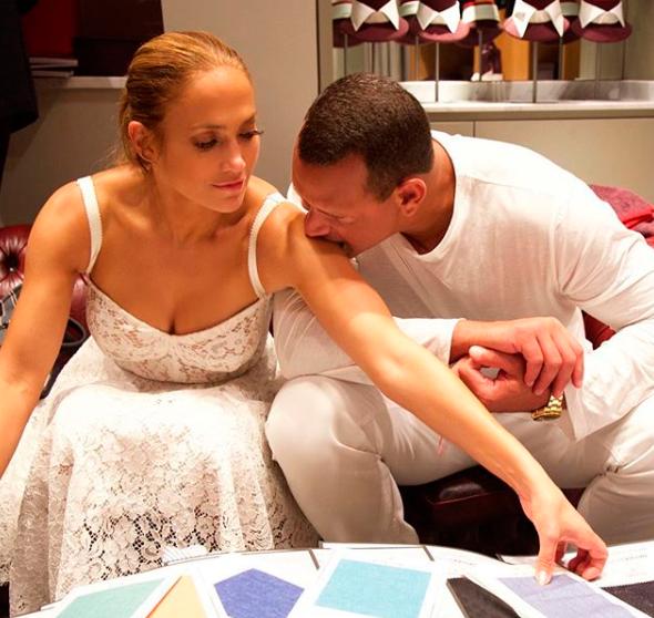 Экстрасенс: «Дженнифер Лопес не волнуют измены жениха»