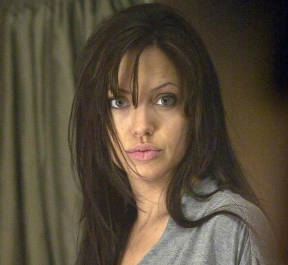 Анджелина Джоли вернула себе девичью фамилию