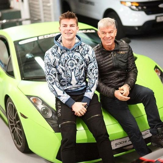 Младший сын Газманова похвалился авто за 15 миллионов