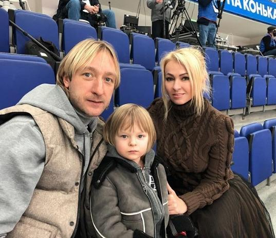 Сын Рудковской и Плющенко показал идеальную растяжку